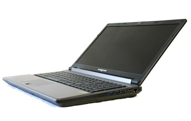 Eurocom Shark 3 предоставя 15,7-инчов екран – матов или гланцов - с резолюция Full HD 1920x1080 пиксела