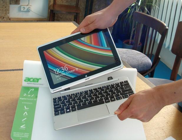 При трансформърите на Acer двете части – таблет и клавиатура – се закачат и откачат лесно чрез магнитна технология