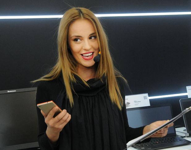"""Радина Кърджилова влезе в три """"селфи"""" роли, представяйки Vibe X2"""