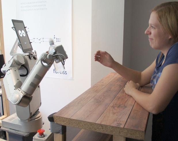 Роботът на име Джеймс може да се превъплъти в ролята на барман