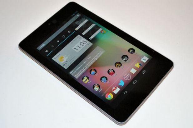 Компактните таблети, като показания на снимката Nexus 7, дадоха сериозен тласък на продажбите на този клас устройства