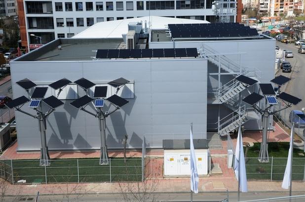 Автономната фотоволтаична централа се състои от общо 60 соларни панела