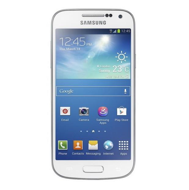 Galaxy S IV Mini предоставя 4,3-инчов екран Super AMOLED с резолюция qHD