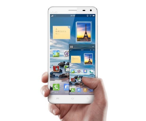 5,7-инчовият дисплей поддържа резолюция Full HD 1920х1080 пиксела (плътност 386 ppi)