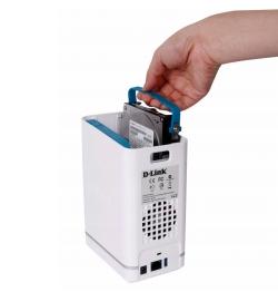 Дисковете влизат изключително лесно в устройството, благодарение на плъзгащия се механизъм