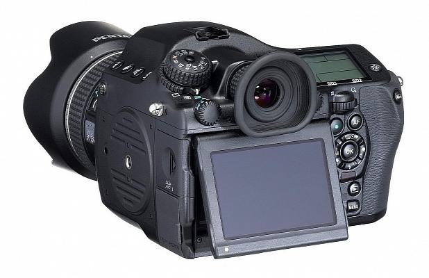Камерата със среден формат Pentax 645D 2014 се очаква на пазара през април на цена около $10 000