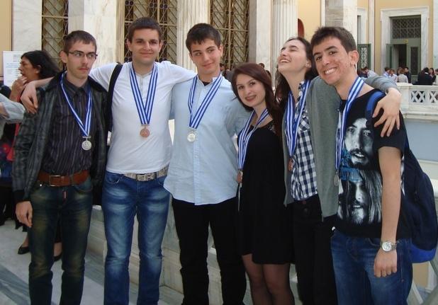 Двата български отбора спечелиха сребърни и бронзови медали от европесйката олимпиада по природни науки в Атина