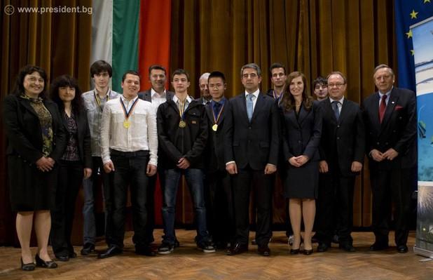 За 20 години българските математици неизменно са сред медалистите в Австралийското математическо състезание (снимка: www.president.bg)