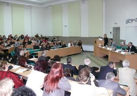 Едва 35 на сто от висшистите работят по специалността си, съобщиха от БСК по време на дискусия в Русенския университет
