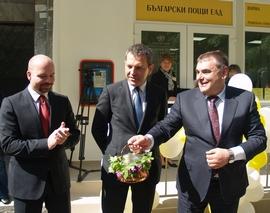 """""""Опитваме се да наситим дейностите, а не да закриваме работни места"""", каза Данаил Папазов при откриване на обновената поща във Варна"""