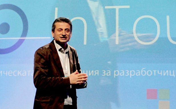 """""""Независимо коя е страната, в която живееш, ако притежаваш уменията, технологиите ти позволяват да промениш света"""", заяви Петър Иванов при откриване на конференцията In Touch"""