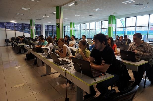 """Близо 50 души участваха в състезанието в Академията на Телерик, проведено в рамките на проекта """"e-Skills for Jobs 2014"""", изпълняван от БАИТ"""