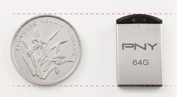 Флашката на PNY има размери на монета и побира до 64 гигабайта