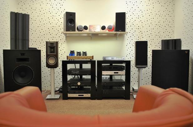 В залите на Аудио Арте могат да се видят и чуят различни модели аудио техника от най-висок клас
