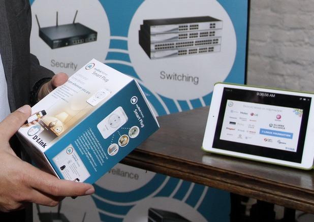 Умният контакт, включен в комплекта на mydlink Home, може да се активира и управлява дистанционно