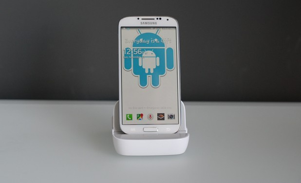 Док станцията Andronium може да превърне смартфона в пълноценен компютър