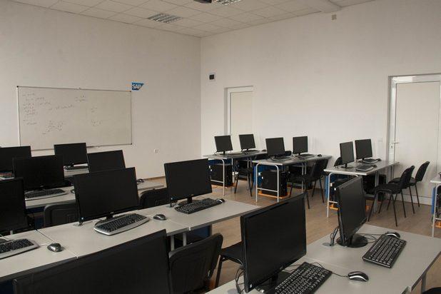 Две зали на факултета по математика и информатика бяха реновирани и обединени в една с помощта на SAP Labs