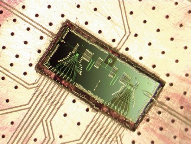 """Миниатюрният лазер, наречен """"мазер"""", претендира за най-малкия в света (снимка: Jason Petta)"""