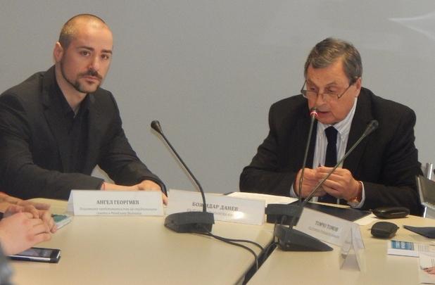 Божидар Данев (вдясно) и Ангел Георгиев подписаха меморандум за сътрудничество между БСК и студентските съвети