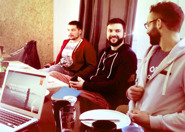 Екипът на Traincamp.me работим по решаване на проблем, който е стар, колкото интернет – организирането на технологичните ресурси за обучение на едно място