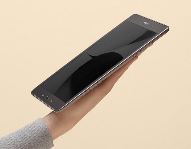 Ултра тънък и лек, Samsung Galaxy Tab A се побира в дланта на ръката