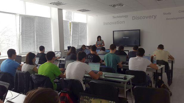 """Обучението в новия курс """"Програмиране с Java"""" е изцяло практическо, насочено към надграждане на уменията по обектно-ориентирано програмиране на студентите чрез Samsung технологии"""