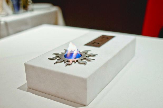 Music Fireplace е изработена от бял гръцки мрамор с вградени два високоговорителя и камина на биоетанол