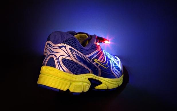 Идеята за мини-фарове, вградени в маратонки, набира финансиране в платформата Kickstarter