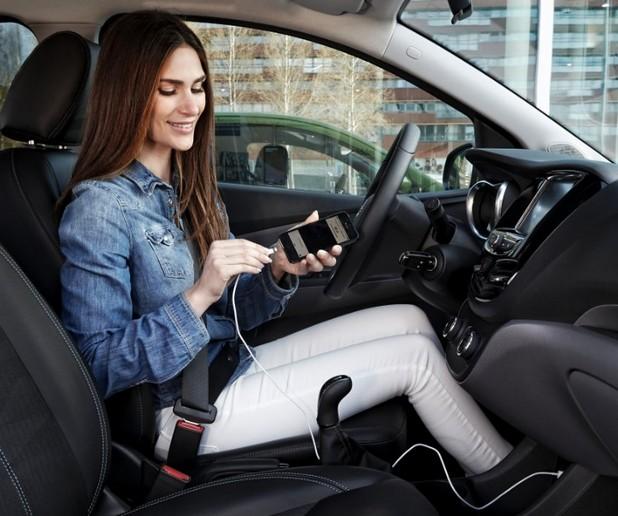 Opel ще внедри системите Android Auto и Apple CarPlay в своите мини, малки и компактни модели, както и при автомобилите от среден клас на марката за 2016 г.