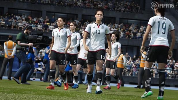 За първи път в историята си футболната игра FIFA включва женски отбори