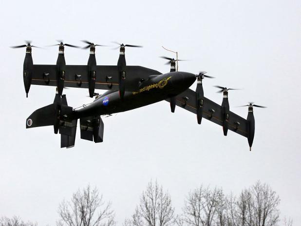 При толкова много двигателни отделения е по-добре да се завъртя цялото крило за вертикални изиталия и кацания, смятат в НАСА. Снимка: ИЦ Лангли, НАСА