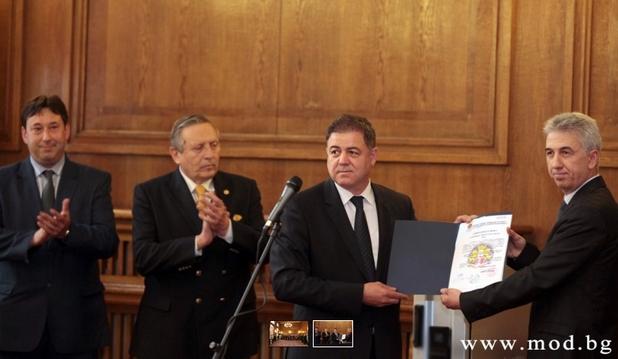 Уникалната българска разработка за защита на информацията получи сертификат на церемония в Министерство на отбраната