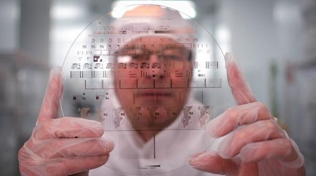 Nanoform е уникален – може да съхранява в продължение на хилядолетия важни документи, не се бои от вода, температури, огън, киселини и други въздействия