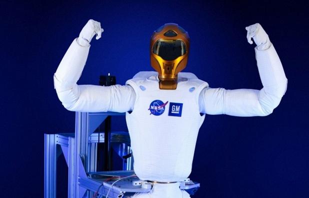 Робонавт-2 е способен да изпълнява рутинни задачи, като например проверка на въздушните филтри (снимка: НАСА)