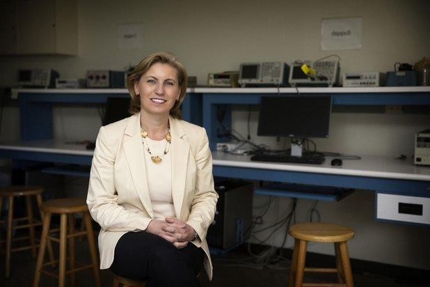 Екипът на проф. Майт Бранд Пиърс напредва с разработката на технология за предаване на данни с помощта на светодиодни лампи (снимка: Dan Addison)