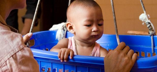 От 1990 г. досега процентът на децата, които умират преди да навършат 5 години е намален наполовина - от около 10 до 5 на сто (източник: @BillGates)