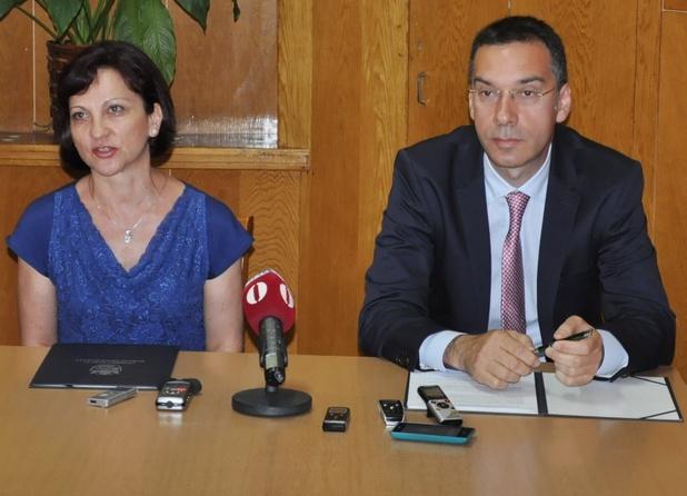 """""""Тази услуга слага край на опашките пред гишетата"""", заяви кметът на Бургас Димитър Николов"""