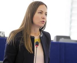 """""""През 2017 г., когато ще можем да пътуваме из ЕС, без да усещаме товара на таксите за роуминг, трябва да сме спокойни, че като се върнем у дома, няма да ни очакват глоби за нарушаването на нечии авторски права"""" – Ева Паунова, евродепутат от ГЕРБ/ЕНП"""