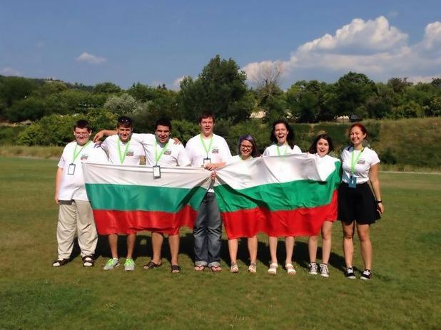 Представителите на двата български отбора, който завоюваха второ място за страната ни