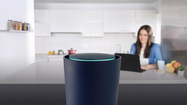 Домашният рутер OnHub на Google се вписва идеално в интериора на помещенията