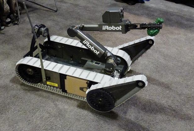 iRobot SUGV е компактен преносим робот за операции, провеждани от разстояние