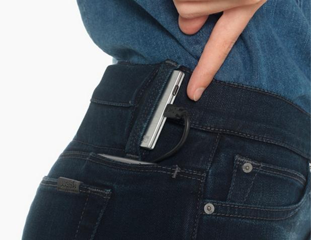Дънките на Joe's Jeans имат специални джобове за смартфон и външна батерия