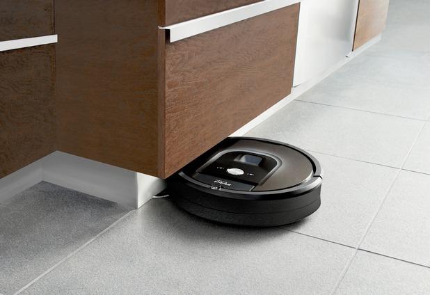 Roomba 980 е с по-малка височина от предшествениците си, за да влиза още по-лесно под мебели