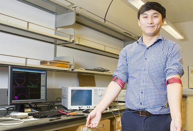 Новата технология за безжично предаване на данни използва магнитното поле на човешкото тяло (снимка: UC San Diego)