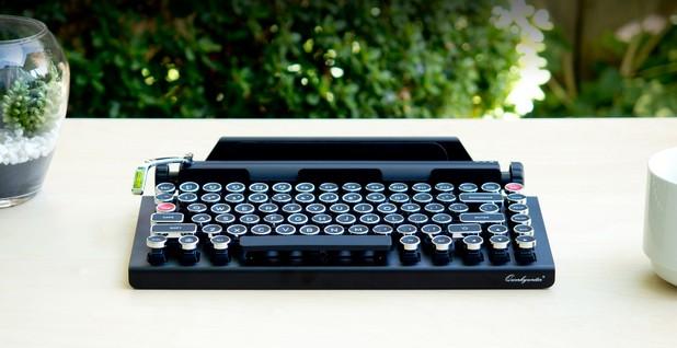 Qwerkywriter прилича на класическа печатаща машина Olivetti Studio 42 отпреди 100 години