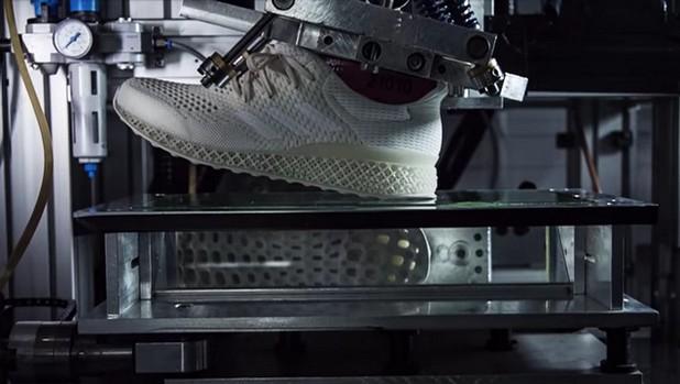 Adidas иска да направи своите маратонки още по-удобни, като печата подметките на 3D принтер според индивидуалните особености на всеки крак