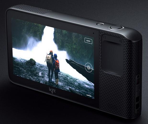 Light L16 е компактна и лека фотокамера, която не отстъпва по качество на огледалните апарати