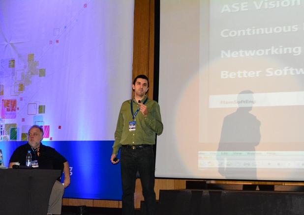 Мартин Кулов, председател на УС на Асоциацията на софтуерните инженери, откри първата по рода си у нас конференция за DevOps практики
