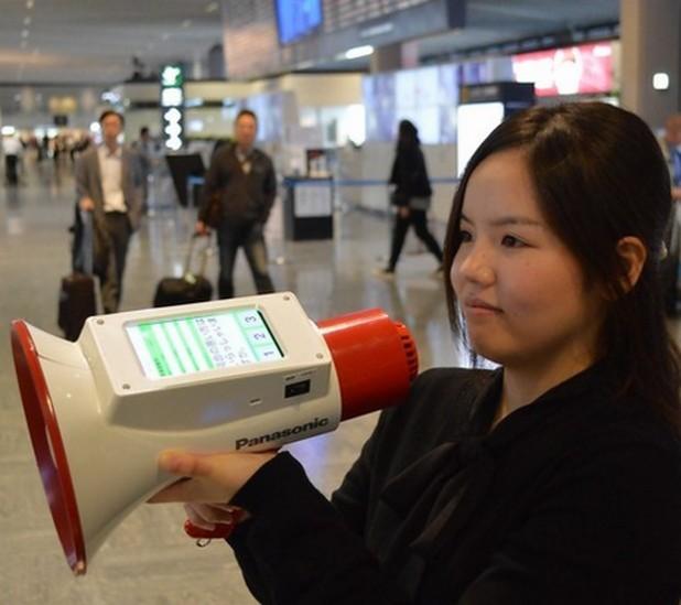 Мегафонът на Panasonic превежда от японски на английски, китайски и корейски език