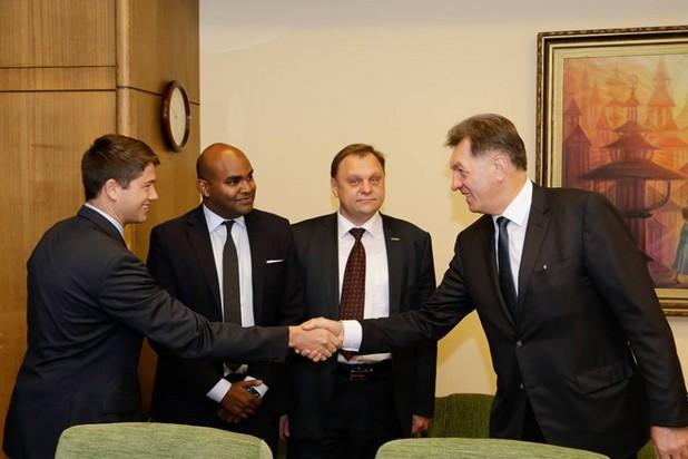 """""""Секторът на транспортните услуги ще бъде допълнен от един нов технологичен играч, който ще създаде работни места"""", заяви литовският премиер Алгирдас Буткевичус при срещата си с мениджъри от Uber"""